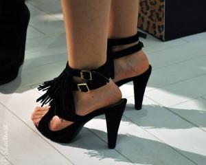 anna-met-tommy-event-fringe-shoes-sandals-shoetease