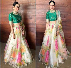 karishma kapoor who chose to wear a Sabyasachi lehenga & blocked everyone with the popular color blocking style